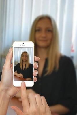 Это изображение имеет пустой атрибут alt; его имя файла - mamchik-phone.jpg